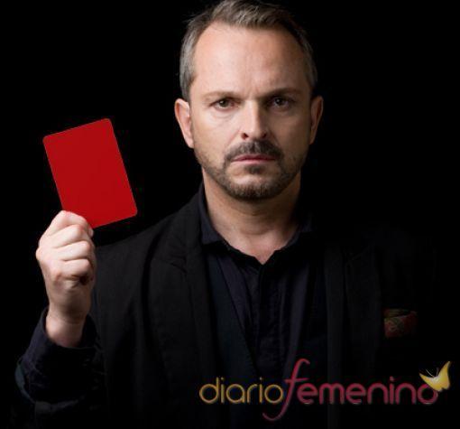 Miguel Bosé saca tarjeta roja