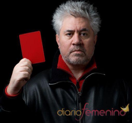 Pedro Almodóvar saca tarjeta roja