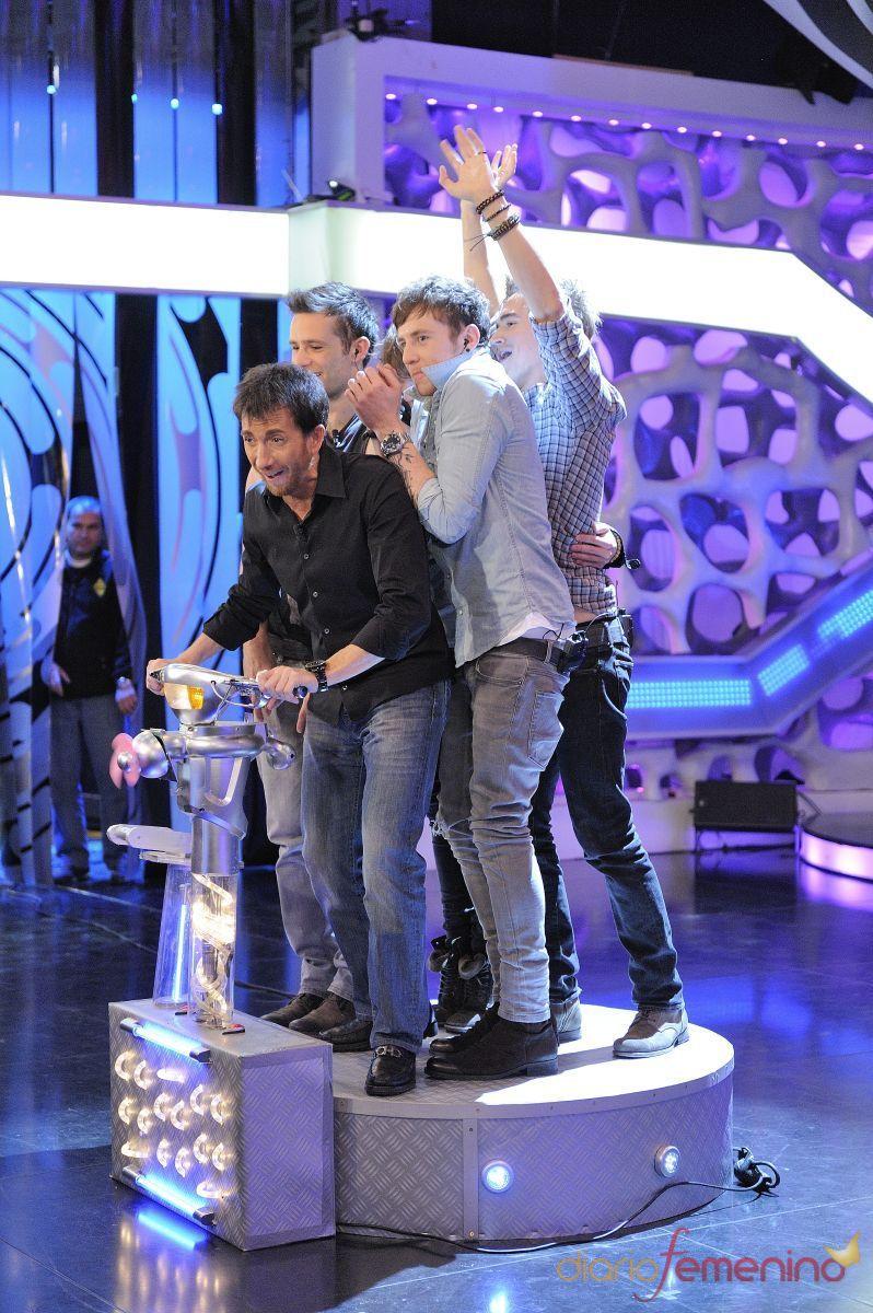 McFly con Pablo Matos en la máquina del tiempo