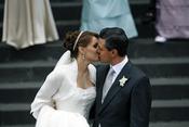 Beso de Angélica Rivera y Enrique Peña
