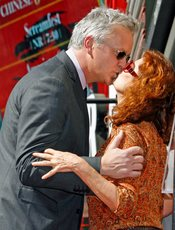 Susan Sarandon y Tim Robbins besándose