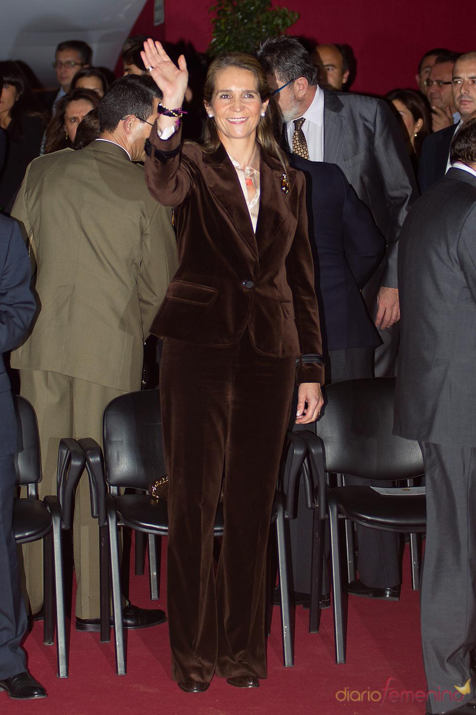 La Infanta Elena con el polémico traje de terciopelo