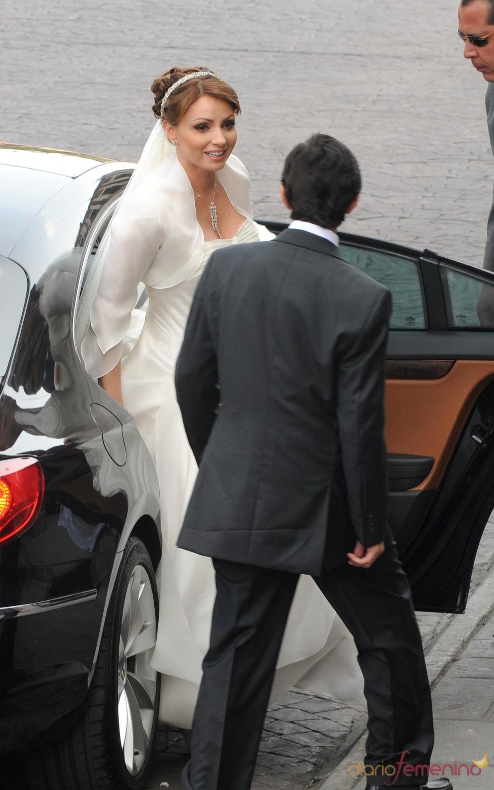 Angélica Rivera sale del coche el día de su boda