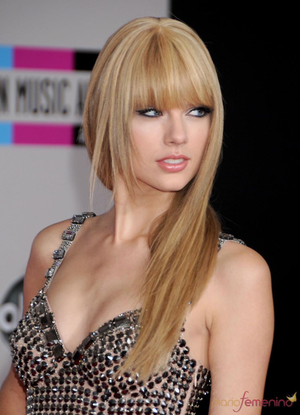 Taylor Swift se apunta a la moda del flequillo