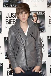 Justin Bieber afirma discos en Madrid