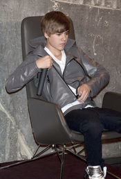 Justin Bieber se relaja a su llegada a Madrid
