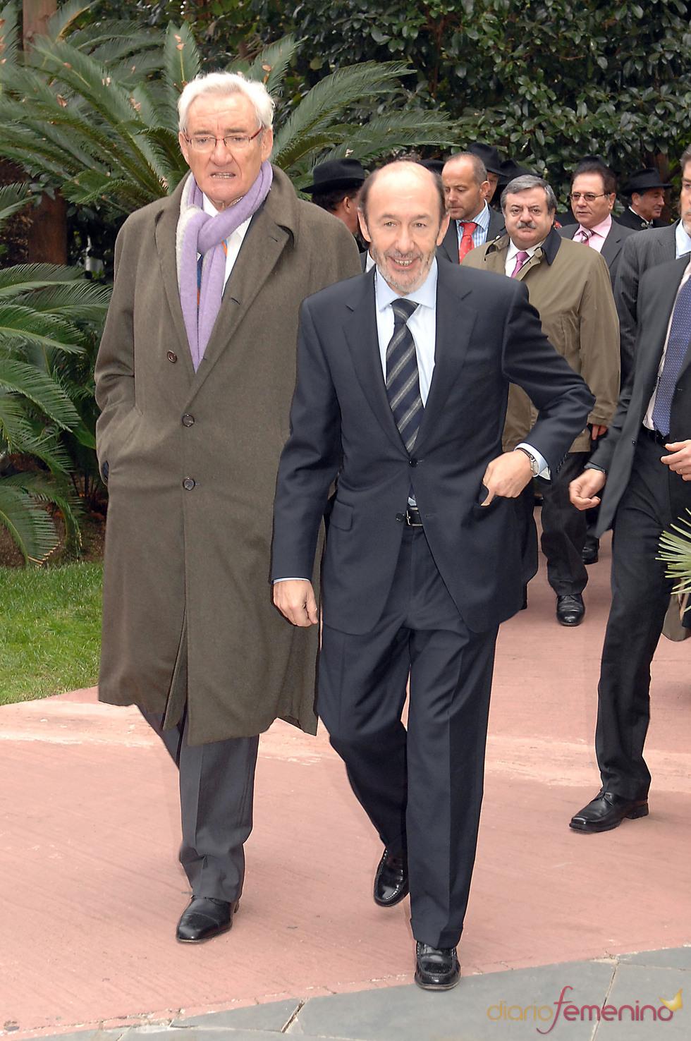 Luis del Olmo y Alfredo Pérez Rubalcaba en los Premios Protagonistas 2010