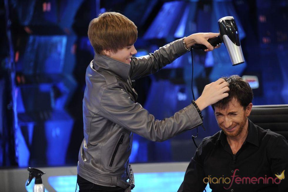 Justin Bieber, peluquero en 'El Hormiguero'