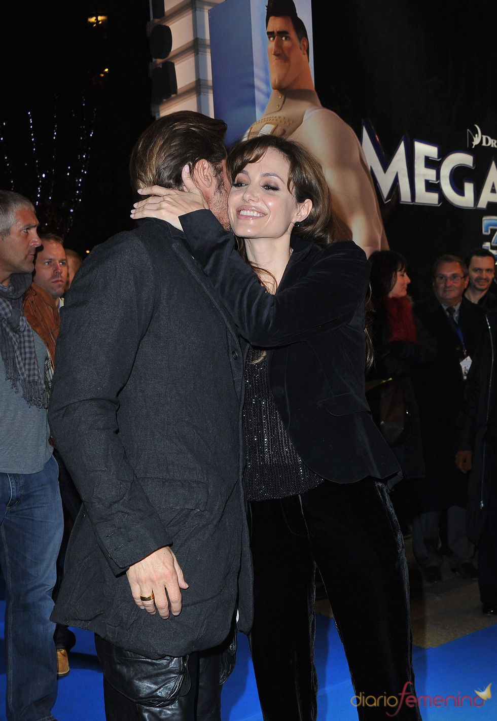 Brad Pitt y Angelina Jolie se besan en el estreno de 'Megamind'