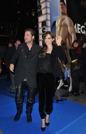 Brad Pitt y Angelina Jolie, total 'look black' en París