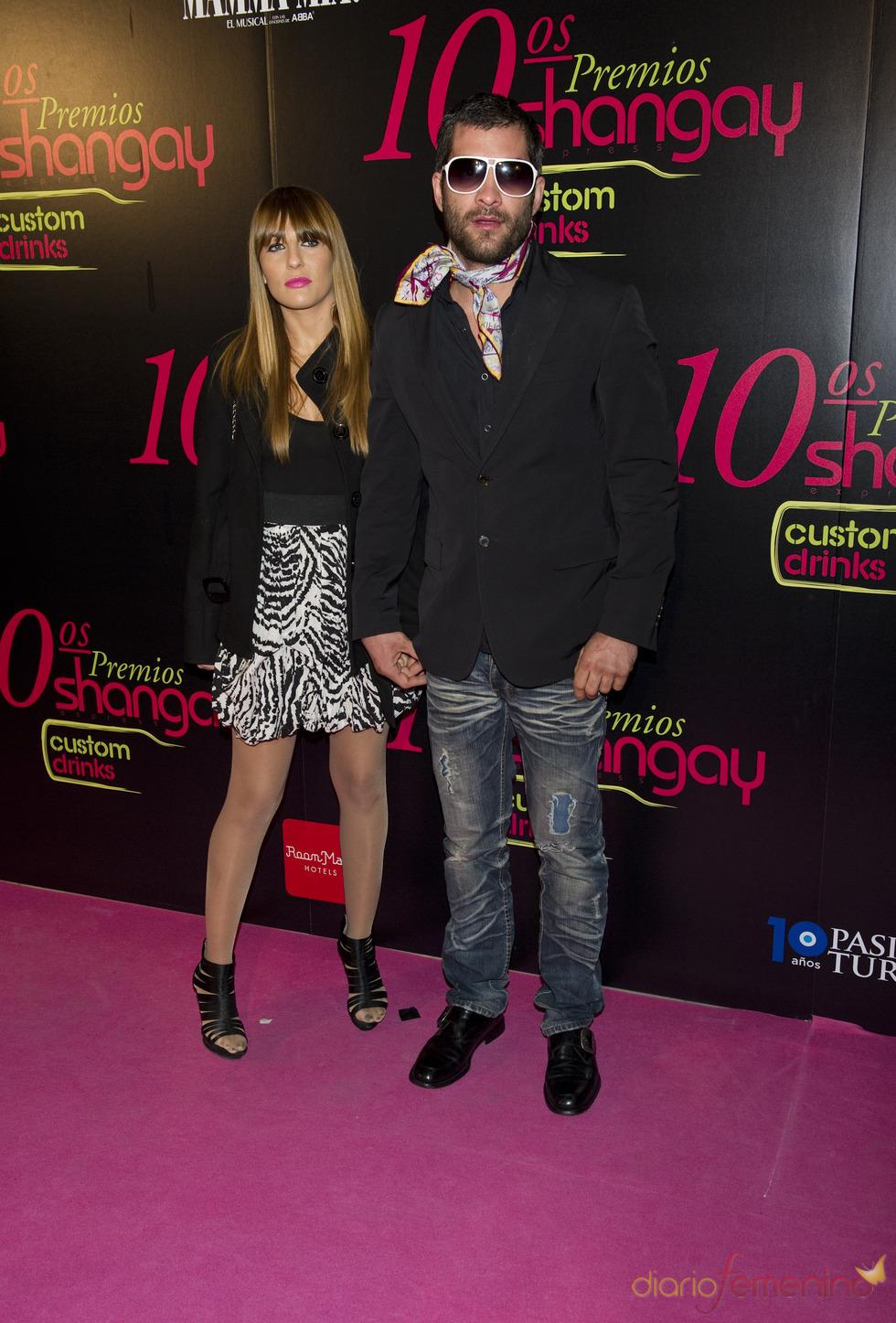 Asdrúbal y su novia en los Premios Shangay 2010