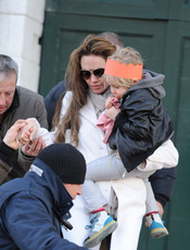 Angelina Jolie presume de hija en Venecia