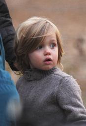 La hija de Jolie y Pitt, icono de moda infantil