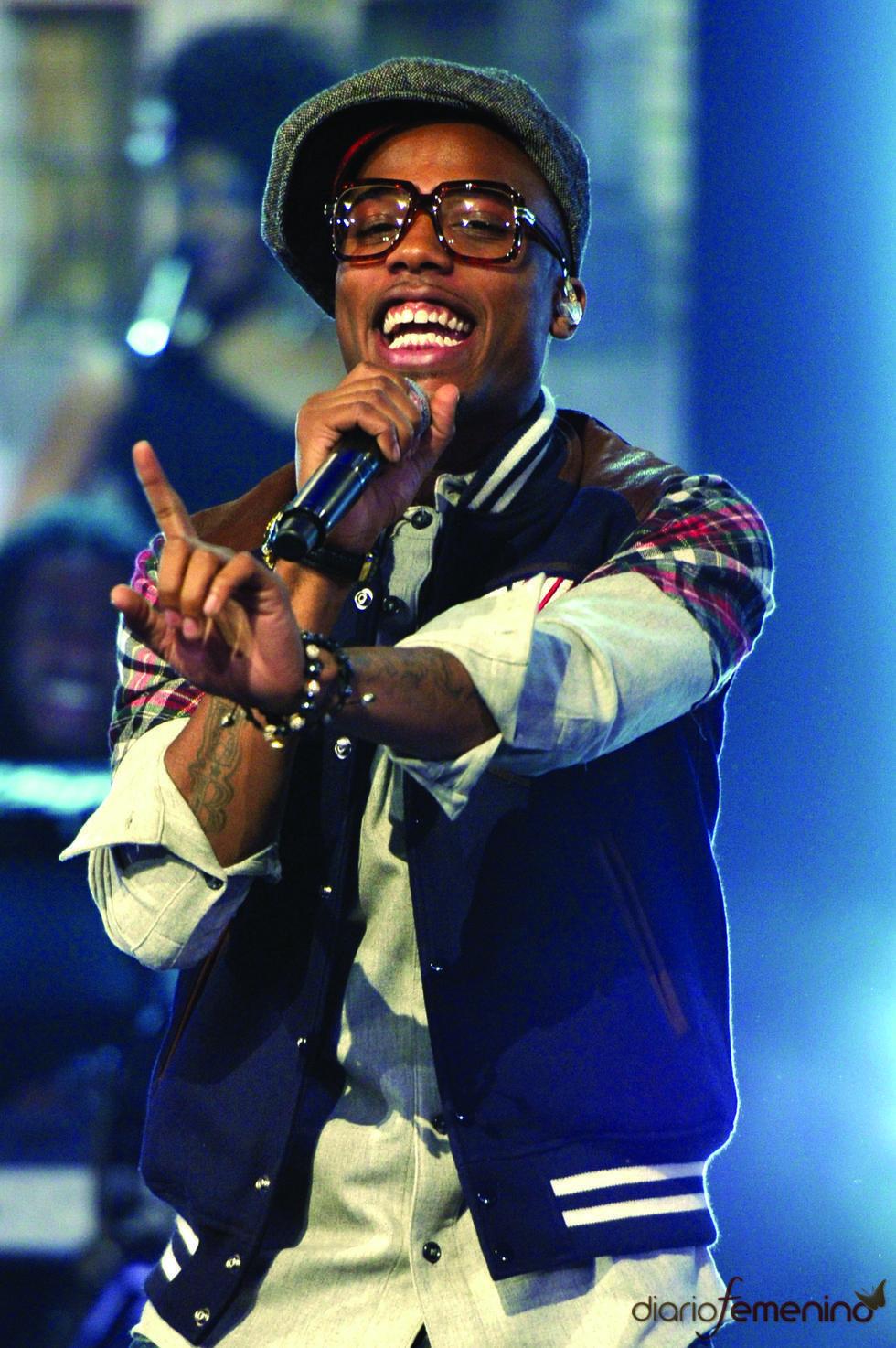 El rapero B.o.B durante su actuación en las nominaciones a los Grammy 2011
