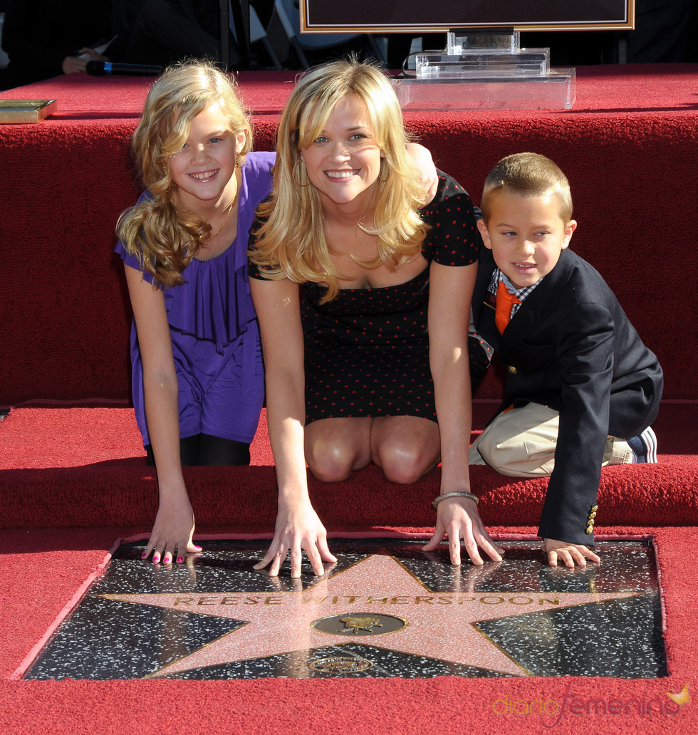 Reese Witherspoon consigue su estrella en el paseo de la fama