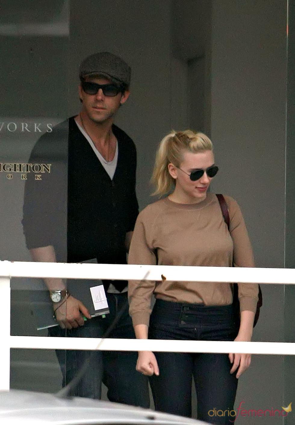 Ryan Reynolds con Scarlett Johansson