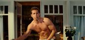 Ryan Reynolds con el torso al aire