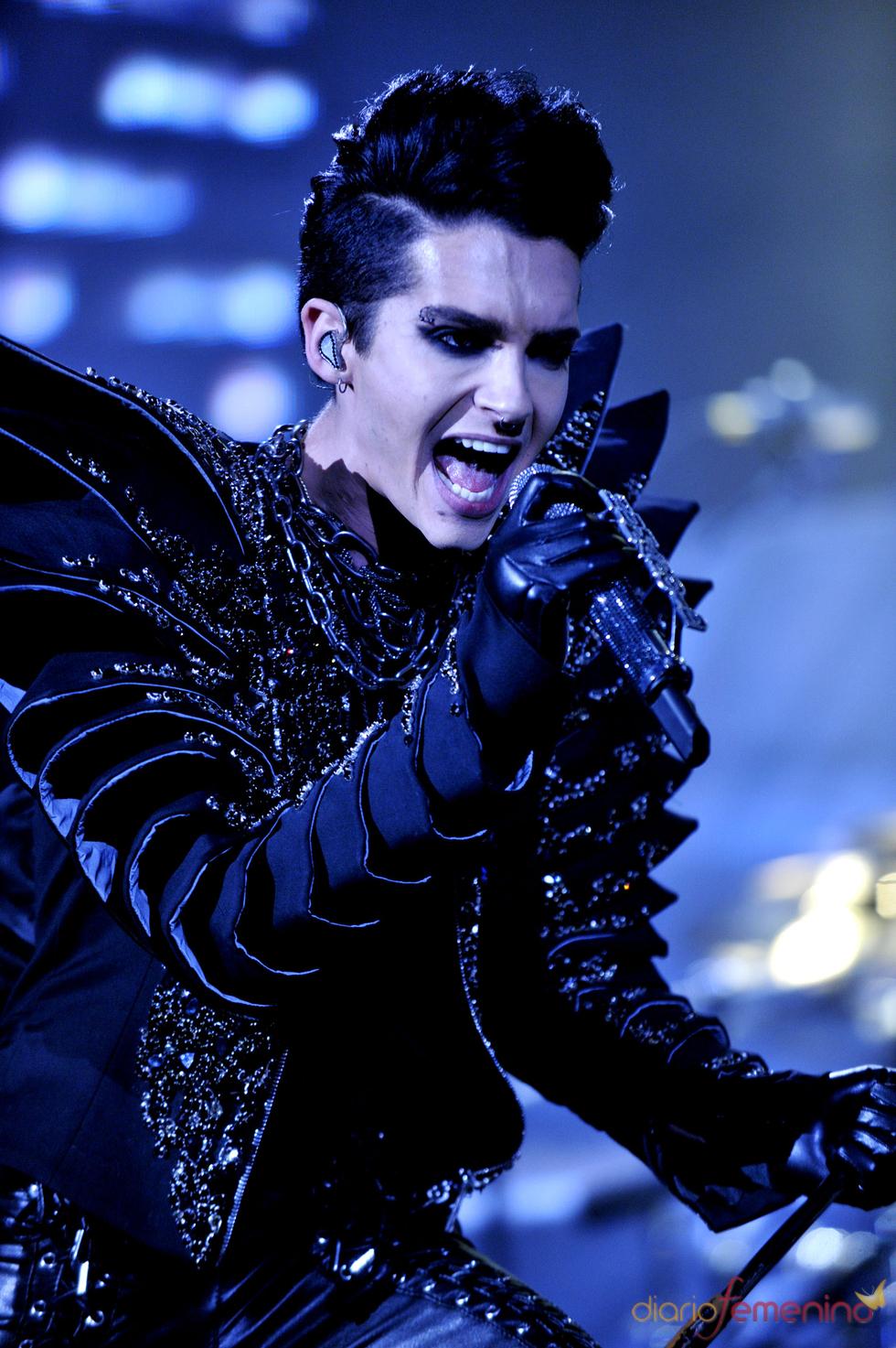 Bill Kaulitz sobre el escenario en Chile