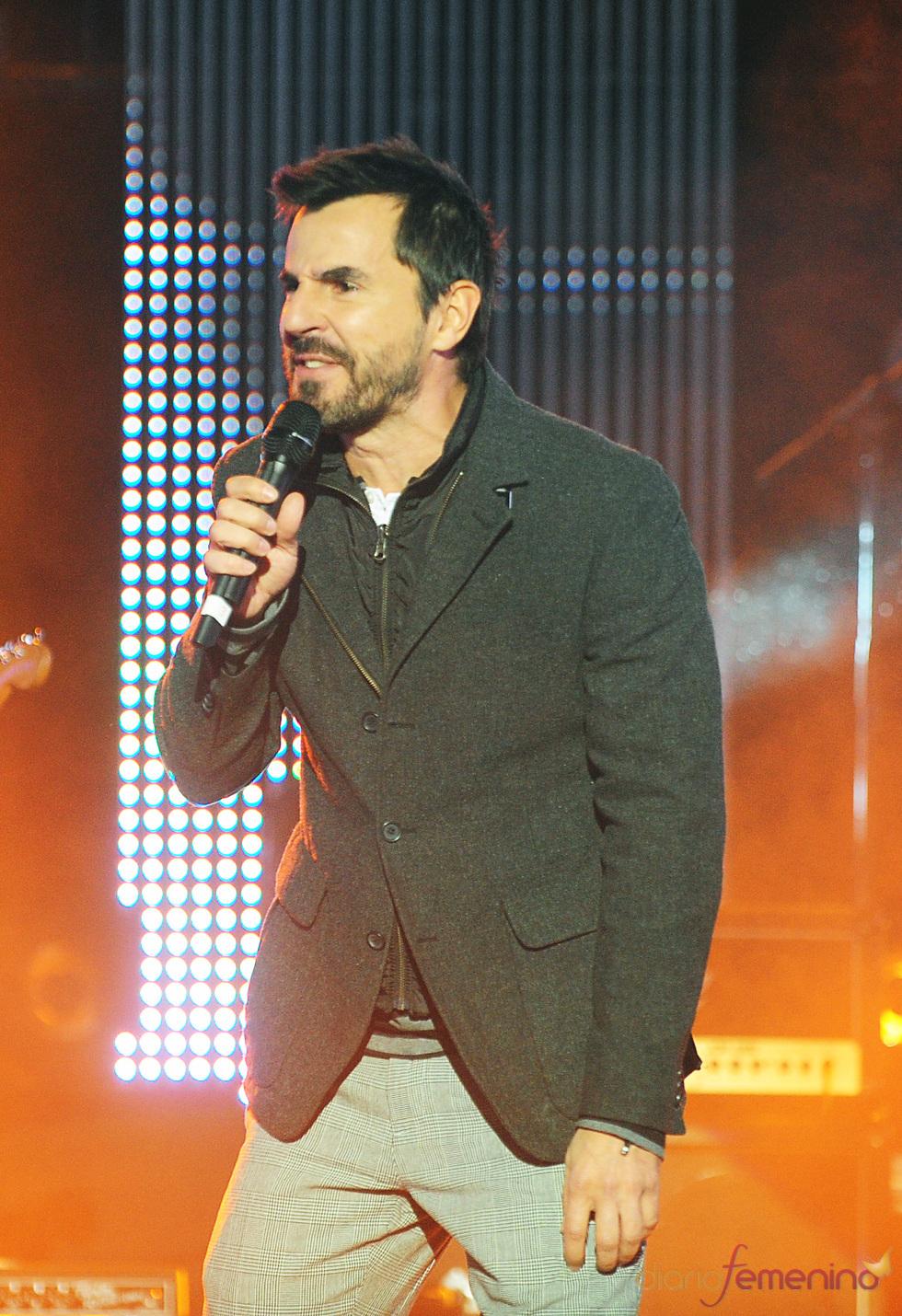 Santi Millán canta por Mali