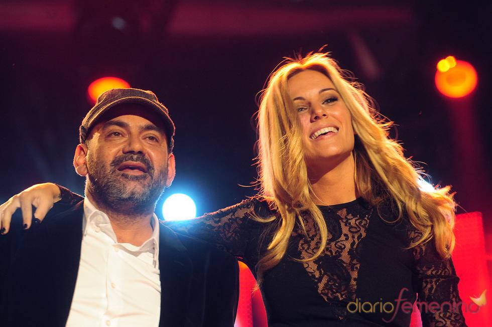 Edurne y José Corbacho cantan por Mali