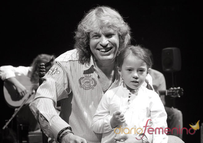 José Mercé posa junto a Lucía, con síndrome de Down