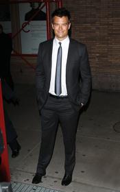 Josh Duhamel en los premios 'Mujer del Año' de la revista Glamour