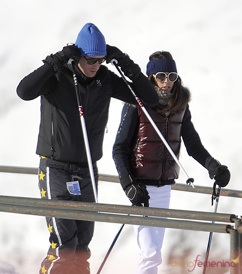 Luis Medina y Paula Barcala esquiando en Baqueira Beret