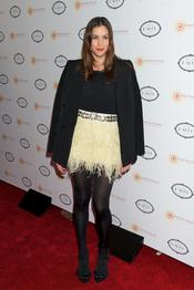 Liv Tyler acudió a la fiesta solidaria de su amiga Charlize Theron