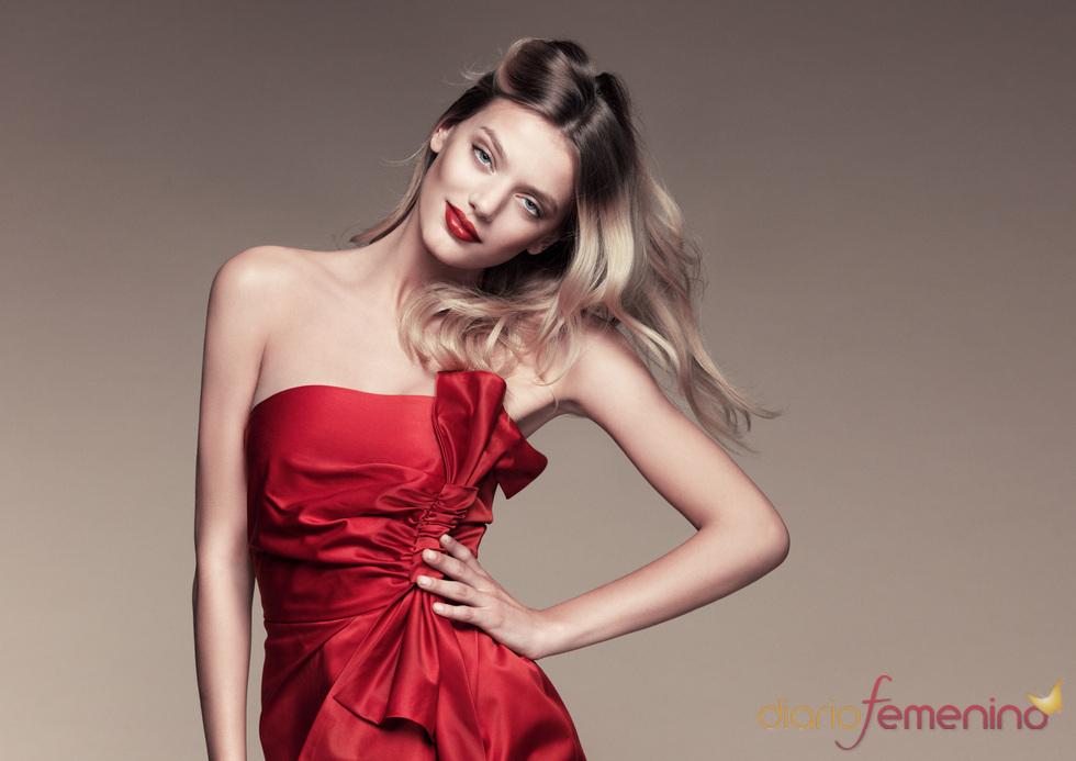 Sonar con vestido rojo con blanco