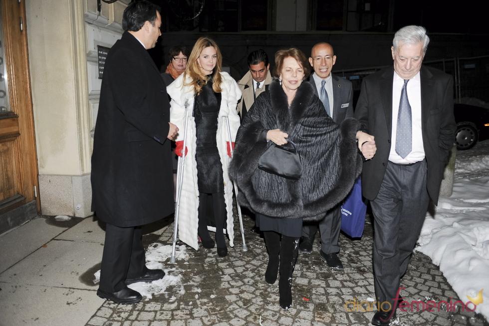 Genoveva Casanova en Estocolmo acompañando a Vargas Llosa