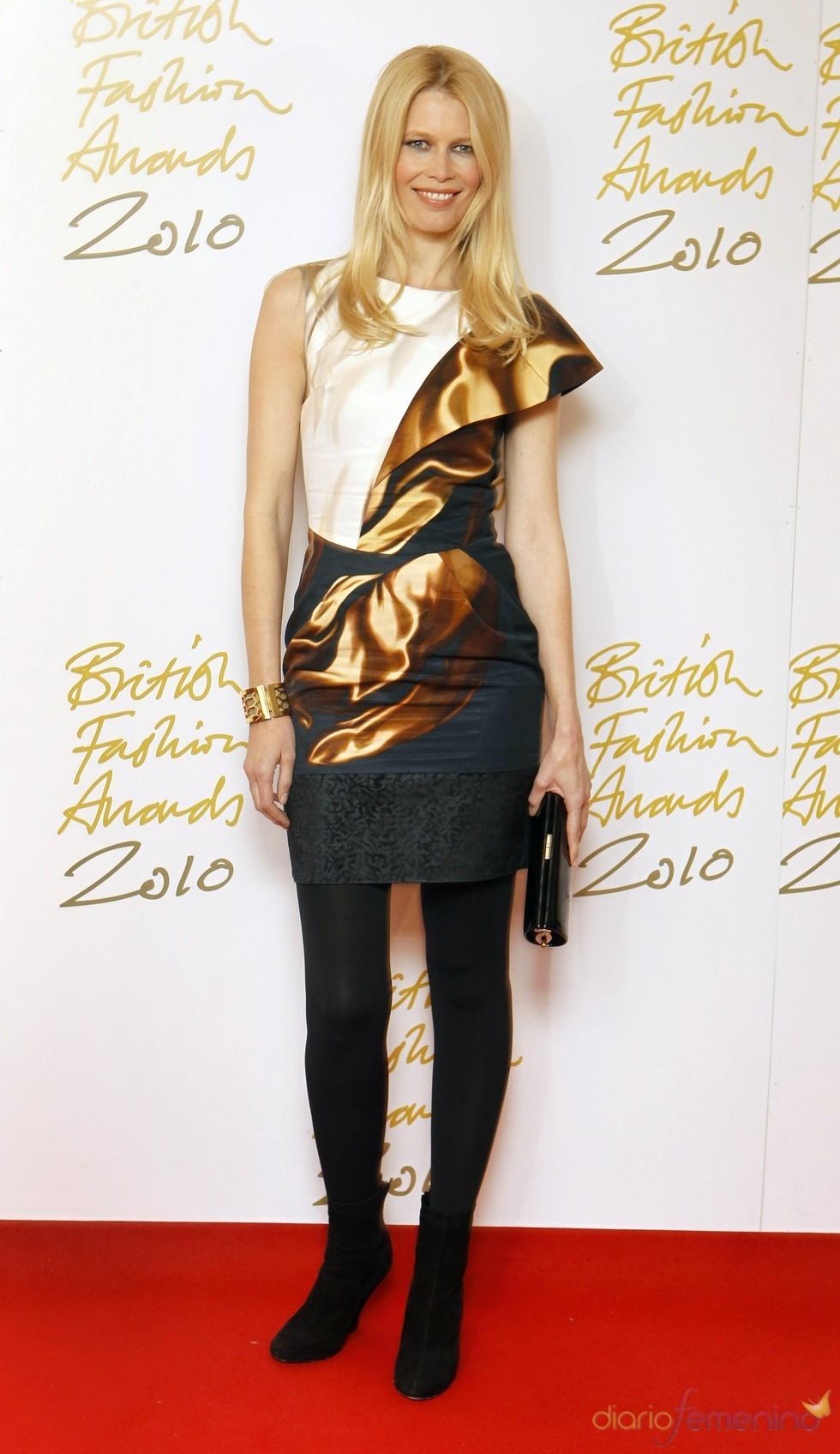 Claudia Schiffer en los premios de la moda británica