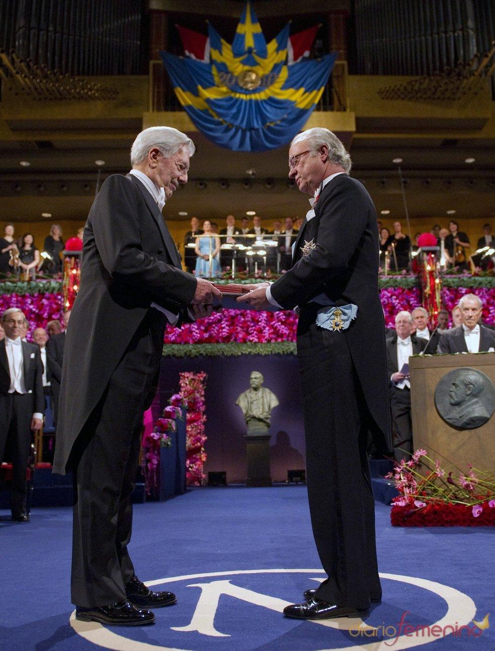 Mario Vargas Llosa recibe el Premio Nobel de Literatura 2010