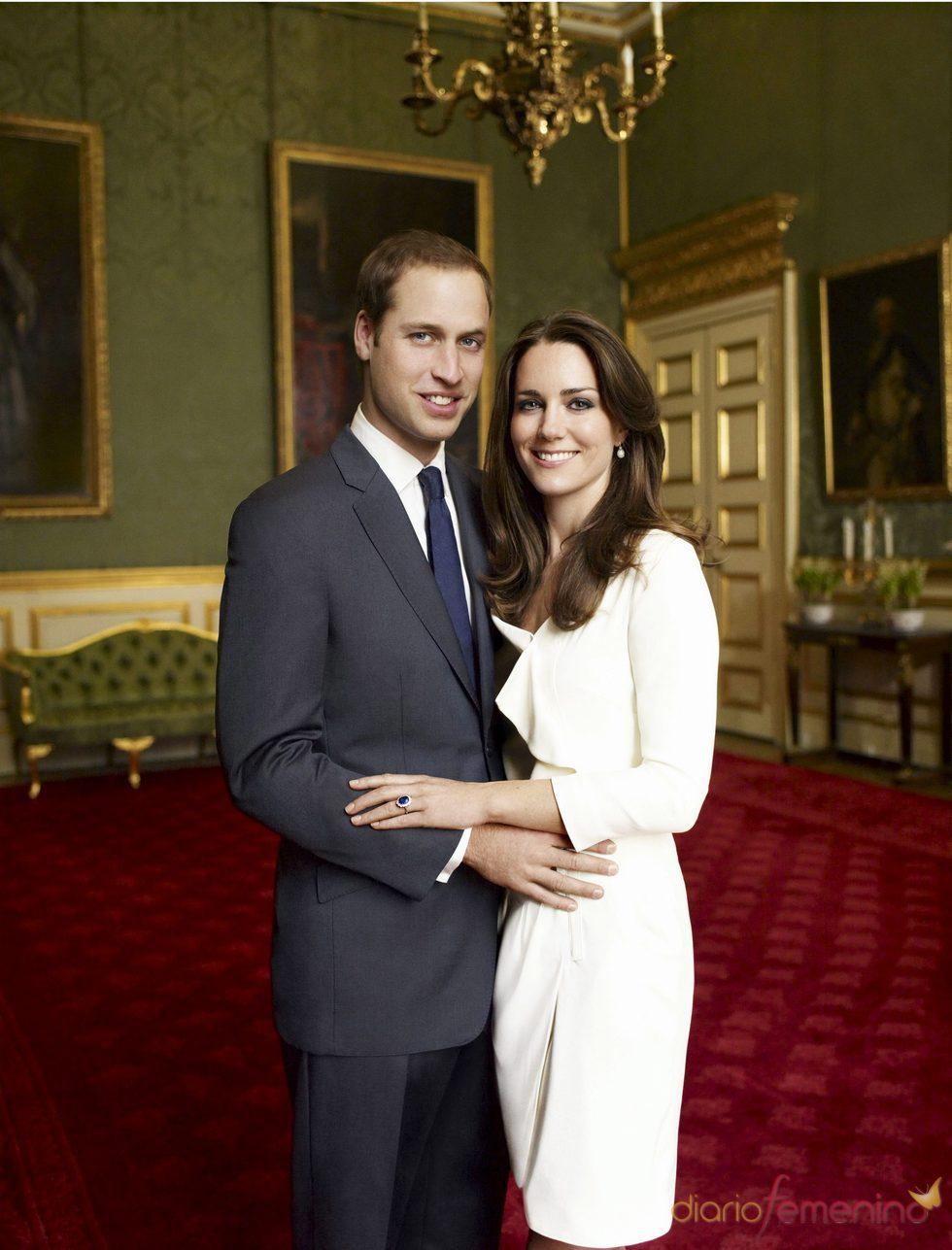Kate Middleton y el Príncipe Guillermo en una foto oficial