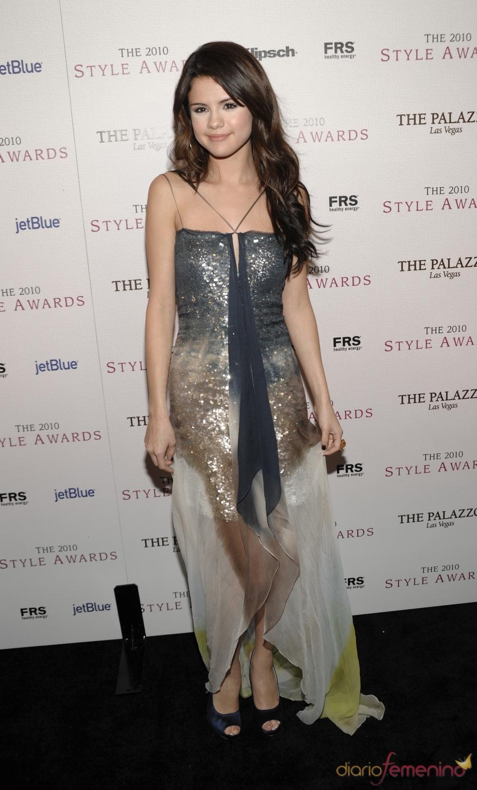 Selena Gomez en los Premios Hollywood Style 2010