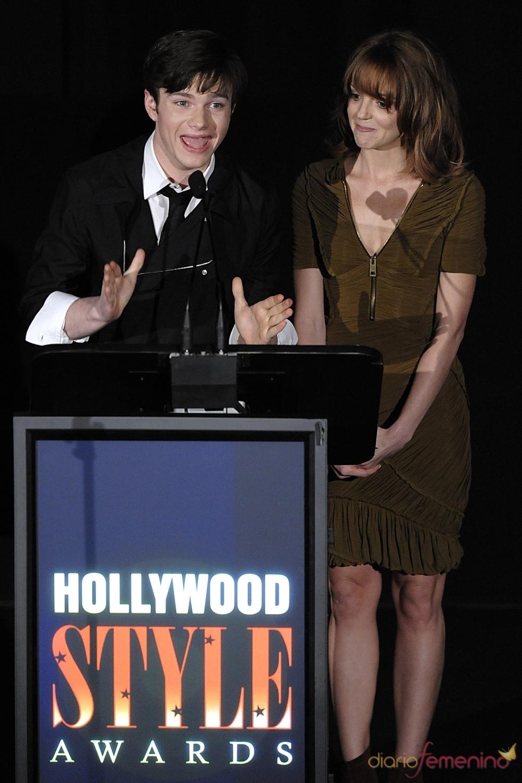 Chris Colfer y Jayma Mays presentan un premio Hollywood Style 2010