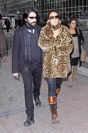 Estrella Morente y Javier Conde a su salida del hospital