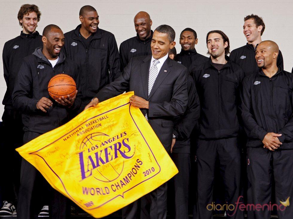 Barack Obama con los campeones de la NBA
