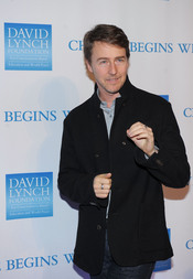 Edward Norton en la gala benéfica 2010 de David Lynch