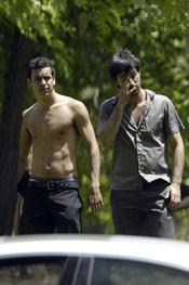 Mario Casas luce torso junto a Hugo Silva