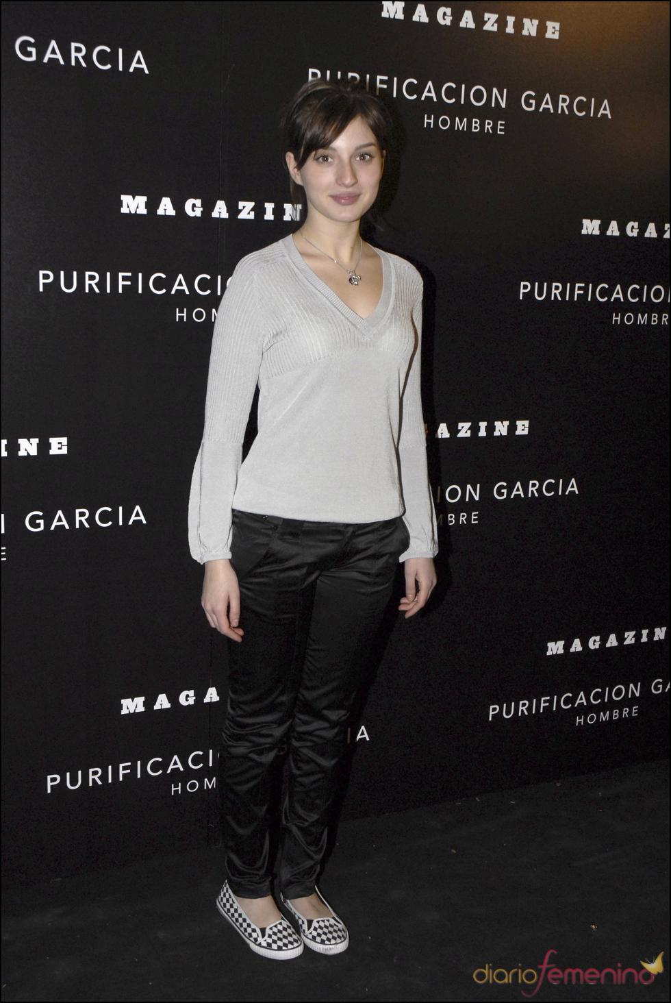 María Valverde, muy casual, en la inauguración de una tienda