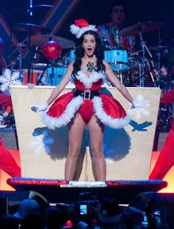 Katy Perry, una 'Mamá Noel' muy especial