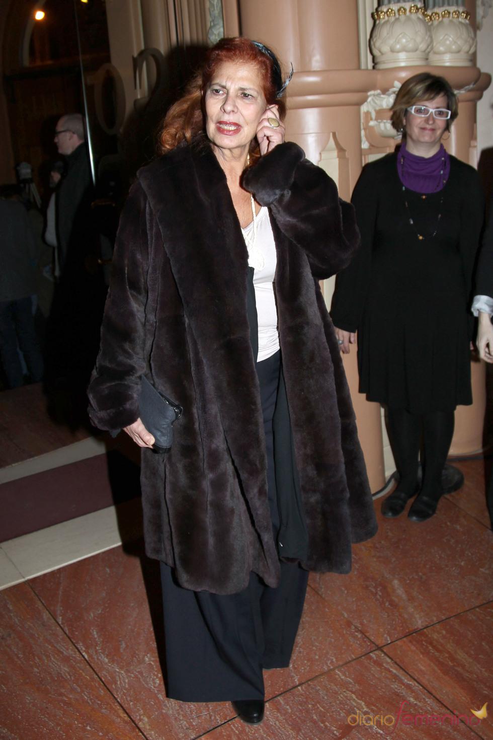 Carmen Alborch en la capilla ardiente de Enrique Morente