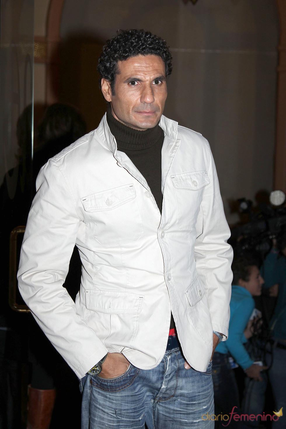 Óscar Higares en la capilla ardiente de Enrique Morente