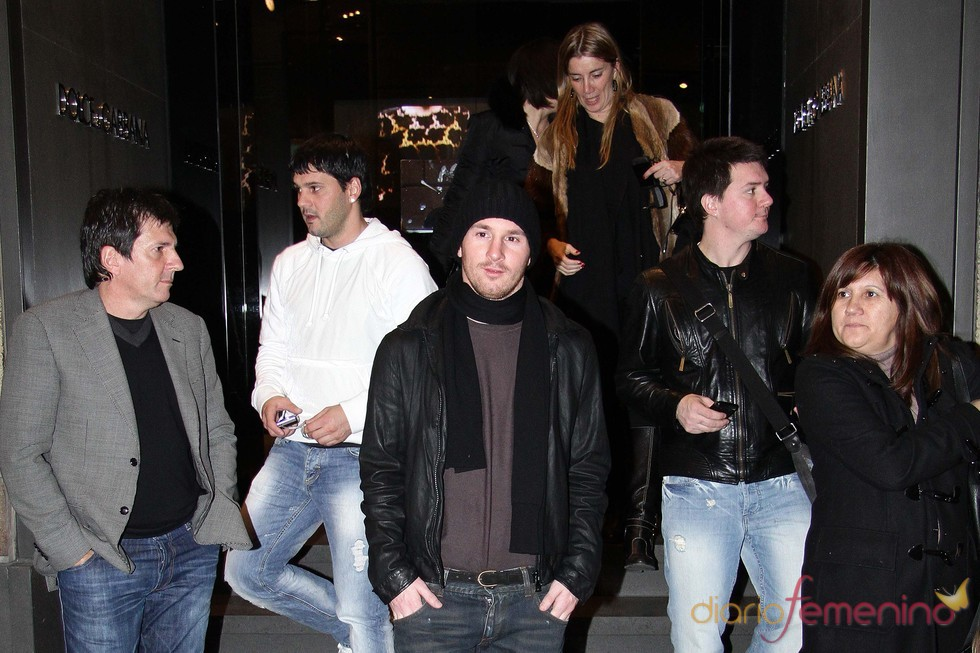 Leo Messi, con sus padres y hermanos en Milán