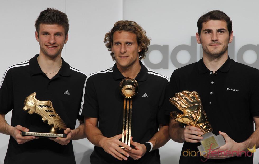 Thomas Müller, Diego Forlán e Iker Casillas, premiados por la FIFA