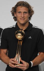 Diego Forlán recoge el Balón de Oro