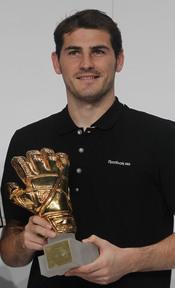 Iker Casillas recoge el Guante de Oro