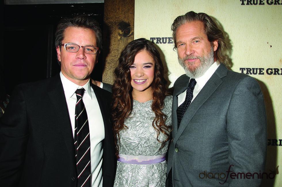 Matt Damon, Jeff Bridges y Hailee Steinfeld presentando 'True Grit'