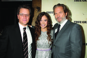 Matt Damon, Jeff Bridges y Hailee Steinfeld presentando 'True Grit'