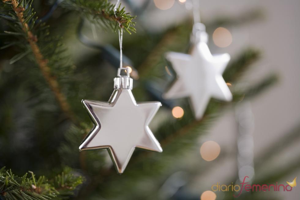 Estrellas plateadas para el árbol de Navidad